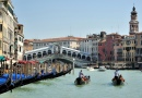 Gondoliers, Grand Canal, Venise